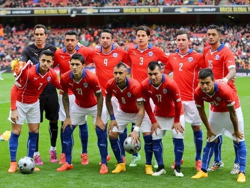 Chile-14-15-PUMA-home-kit-red-white-blue-line-up.jpg