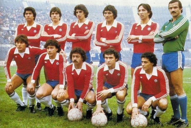 Chile-1981-adidas-home-kit-red-blue-white-line-up.jpg