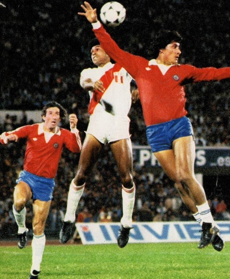 Chile-1981-adidas-home-kit-red-blue-white.jpg