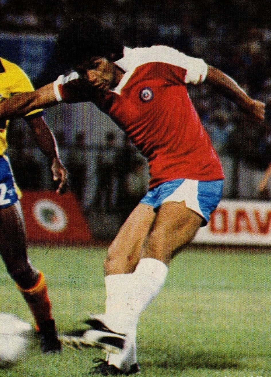 Chile-1985-PUMA-home-kit-red-blue-white.jpg