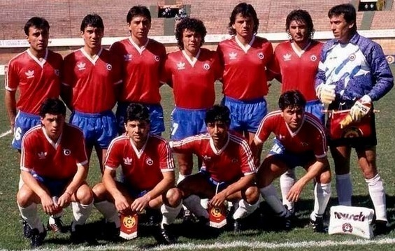 Chile-1989-adidas-home-kit-red-blue-white-group-photo.jpg