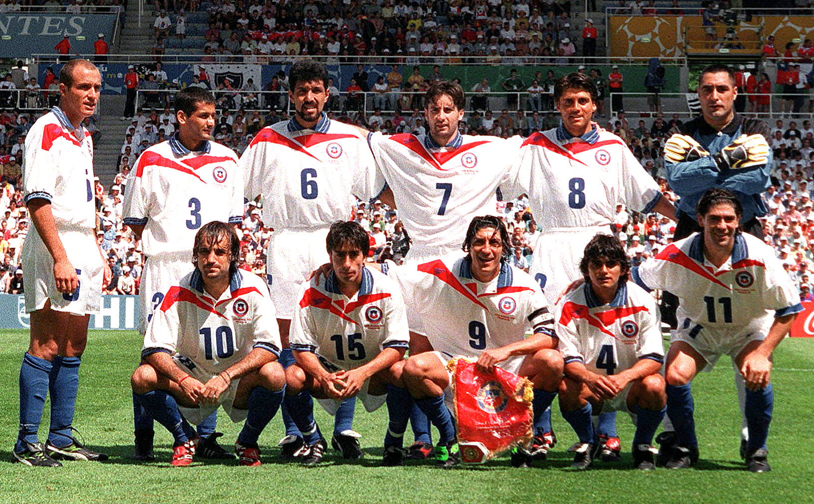 Chile-1998-Reebok-world-cup-away-kit-white-white-blue-group-photo.jpg