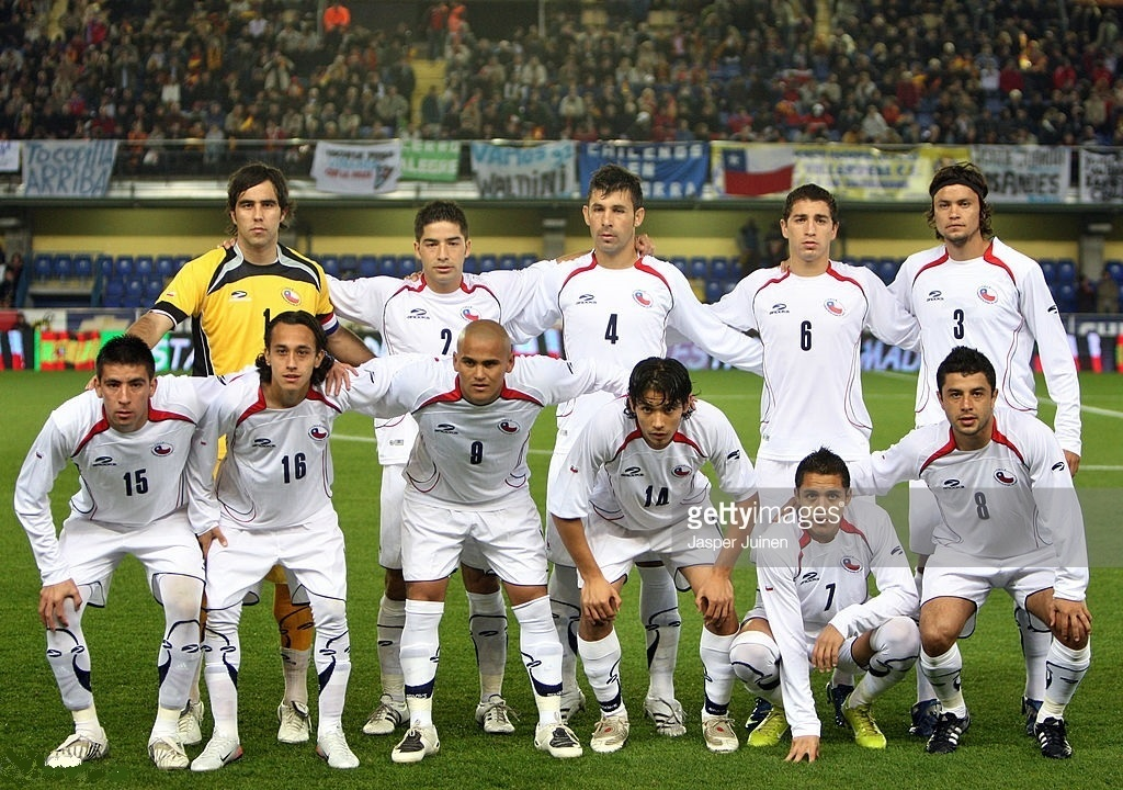 Chile-2008-BROOKS-away-kit-white-white-white-line-up.jpg