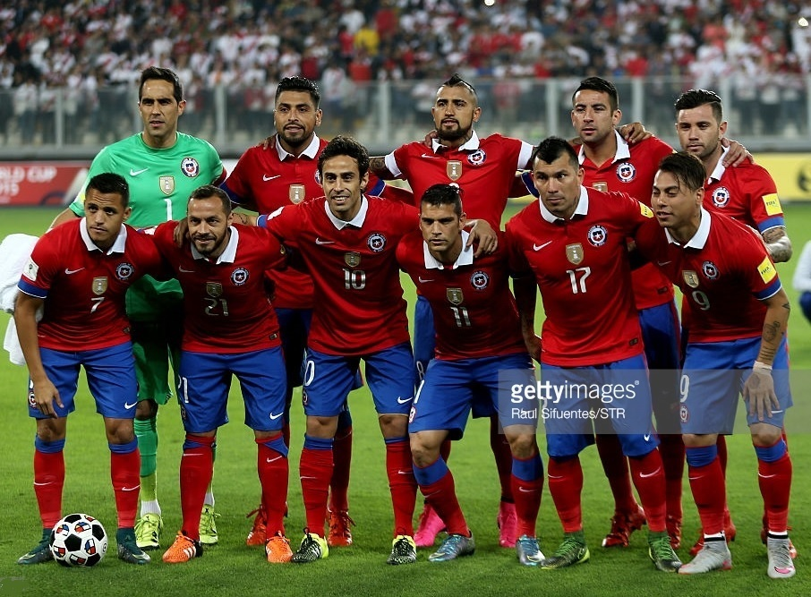 Chile-2015-NIKE-home-kit-red-blue-red-line-up.jpg