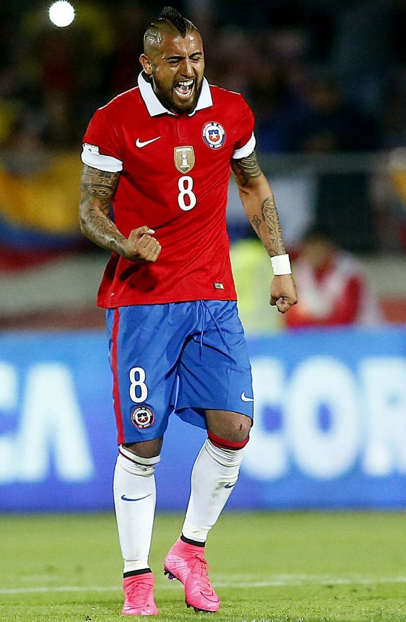 Chile-2015-NIKE-home-kit-red-blue-white.jpg