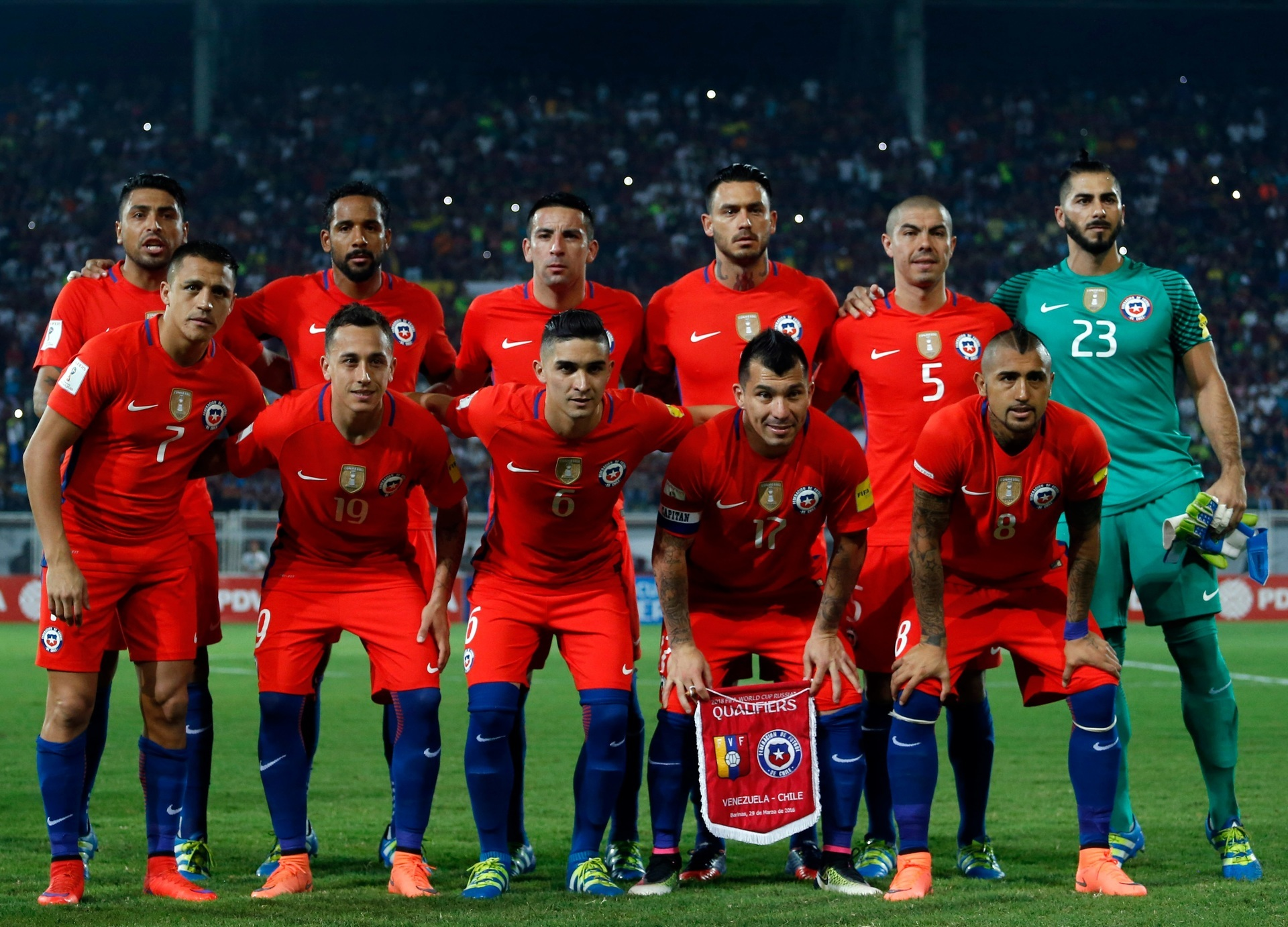 Chile-2016-NIKE-home-kit-red-red-blue-line-up.jpg