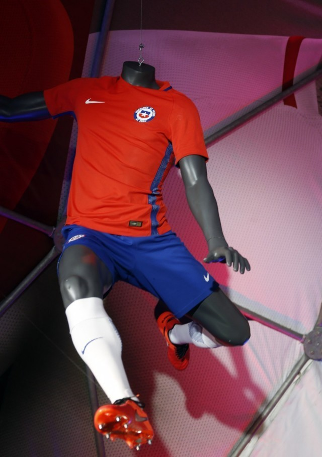 Chile-2016-NIKE-new-home-kit-6.jpg