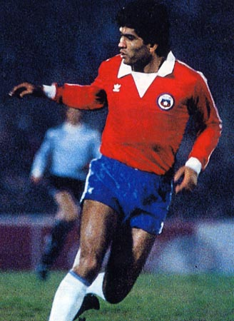 Chile-83-adidas-red-blue-white.JPG