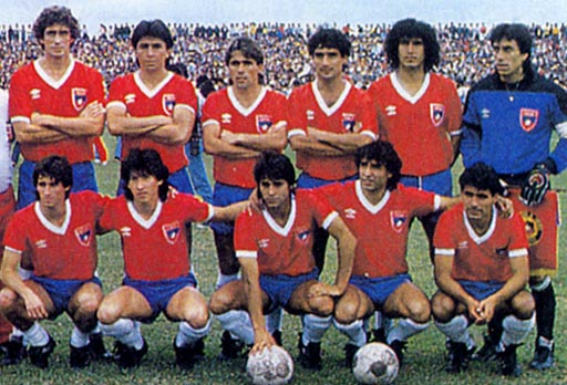 Chile-85-UMBRO-uniform-red-blue-white-group.JPG