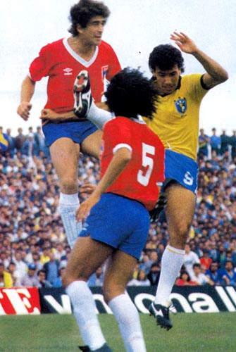 Chile-85-UMBRO-uniform-red-blue-white.JPG