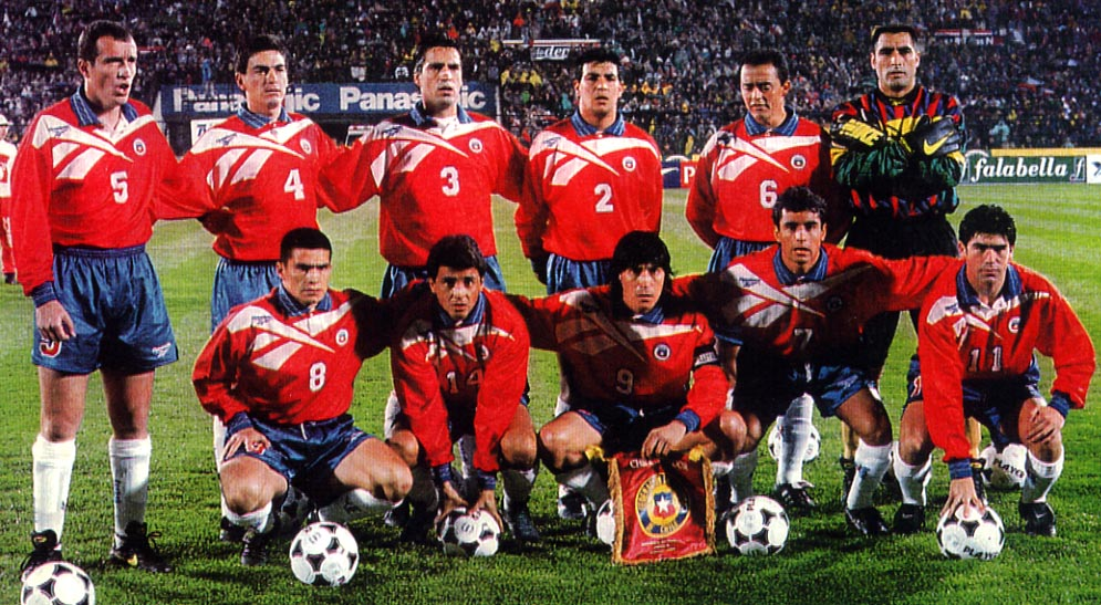 Chile-96-97-Reebok-uniform-red-blue-white-group.JPG