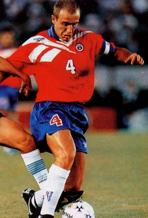 Chile-96-97-Reebok-uniform-red-blue-white.JPG
