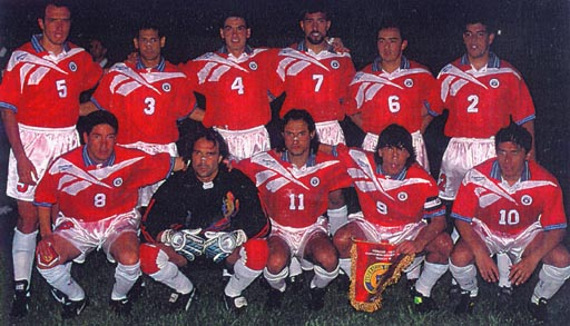 Chile-96-97-Reebok-uniform-red-white-white-group.JPG