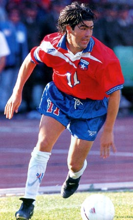 Chile-97-Reebok-uniform-red-blue-white.JPG