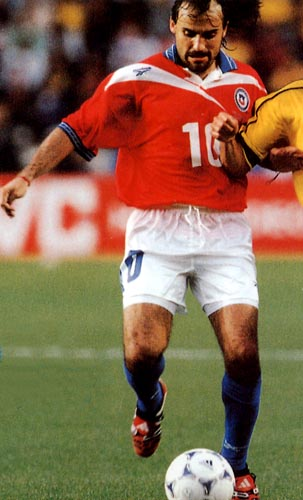 Chile-98-Reebok-uniform-red-white-blue.JPG