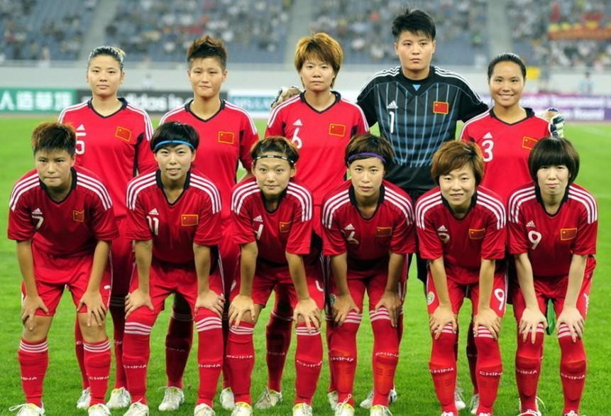 China-PR-11-12-adidas-women-home-kit-red-red-red-line-up.jpg