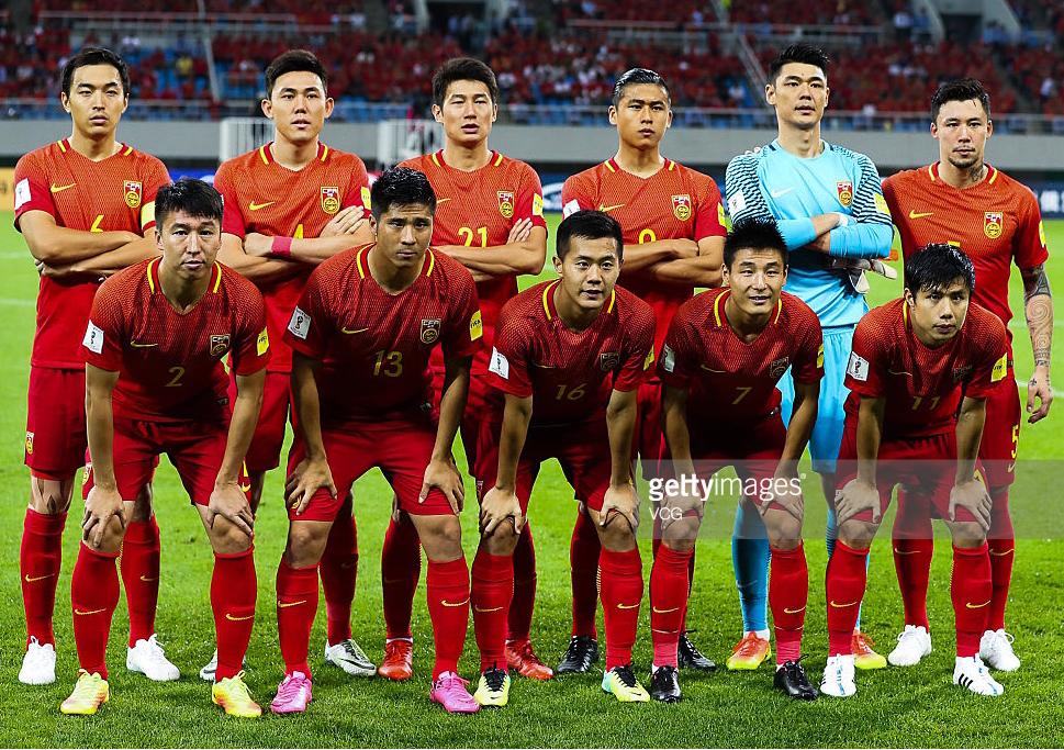 China-PR-2016-2017-NIKE-home-kit-red-red-red-line-up.png