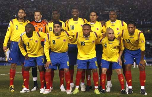 Colombia-09-10-lotto-uniform-yellow-blue-red-group.JPG