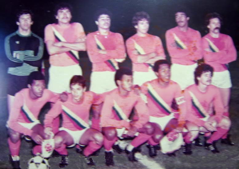 Colombia-82-84-unknown-home-kit-orange-white-orange-line up.JPG