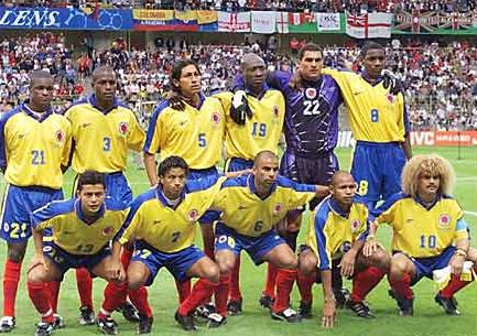 Colombia-98-Reebok-WorldCup-yellow-blue-red-pose.JPG