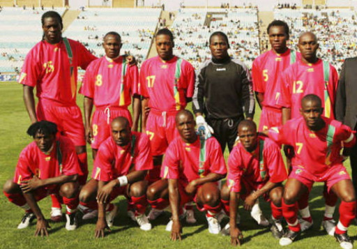Congo-06-07-AIRNESS-home-kit-red-red-red-line-up.jpg