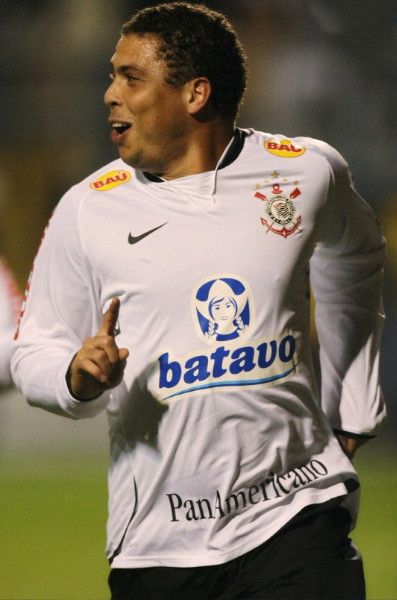 Corinthians-09-10-NIKE-first-kit-white-black-white.jpg