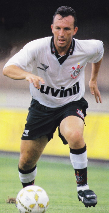 Corinthians-95-96-PENALTY-first-kit-white-black-white.jpg