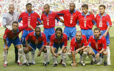 Costa-Rica-02-Joma-home-kit-red-blue-white-line-up.jpg