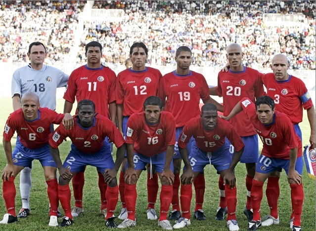 Costa-Rica-05-06-Joma-world-cup-qualifying-home-kit-group-photo.jpg