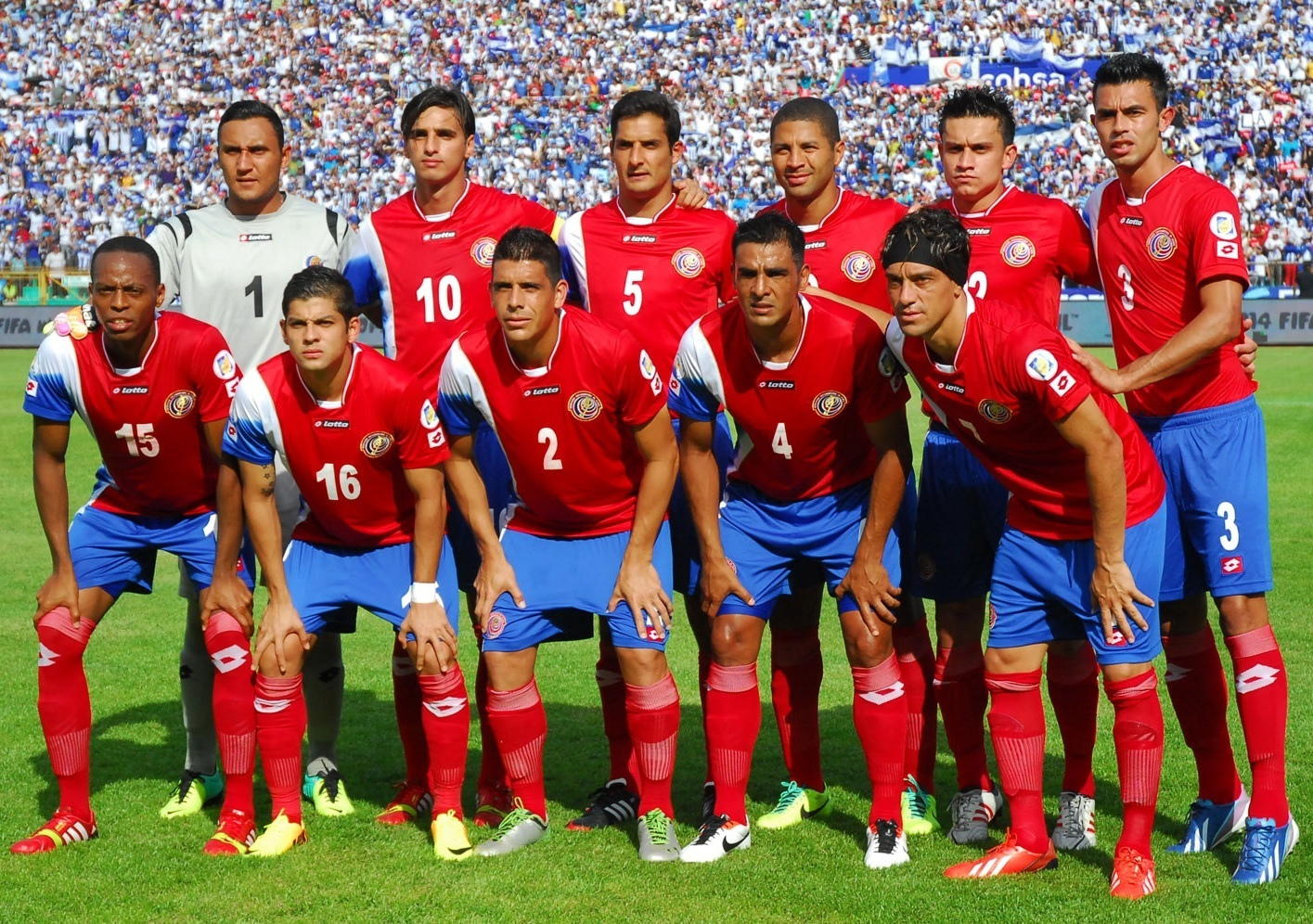 Costa-Rica-12-13-lotto-home-kit-starting-11.jpg