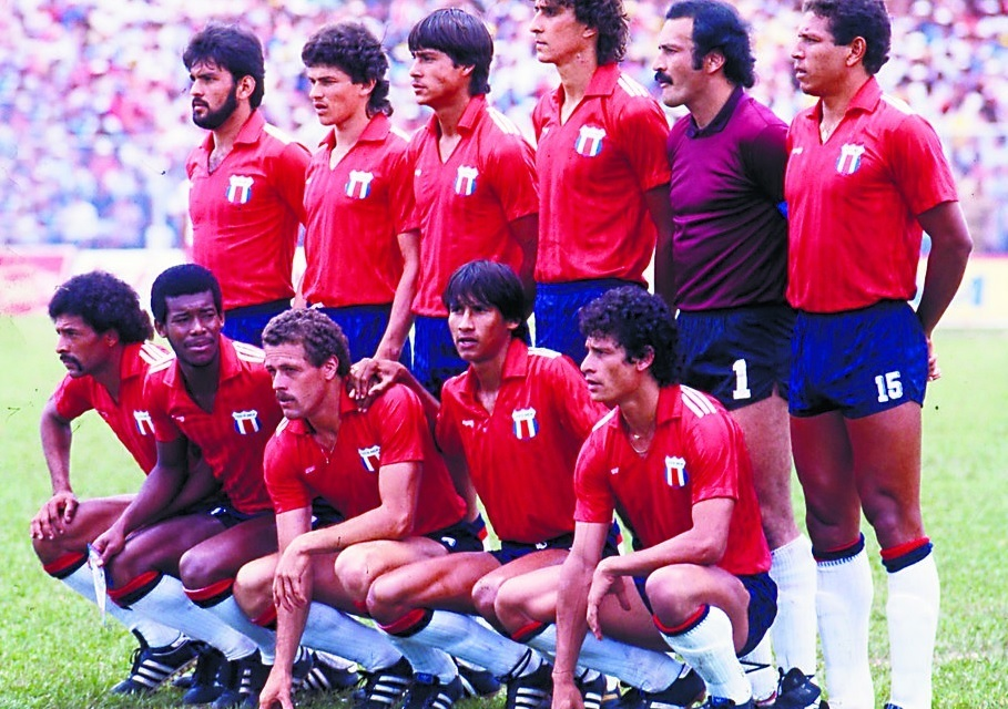Costa-Rica-1985-adidas-world-cup-qualifying-home-kit-group-photo.jpg