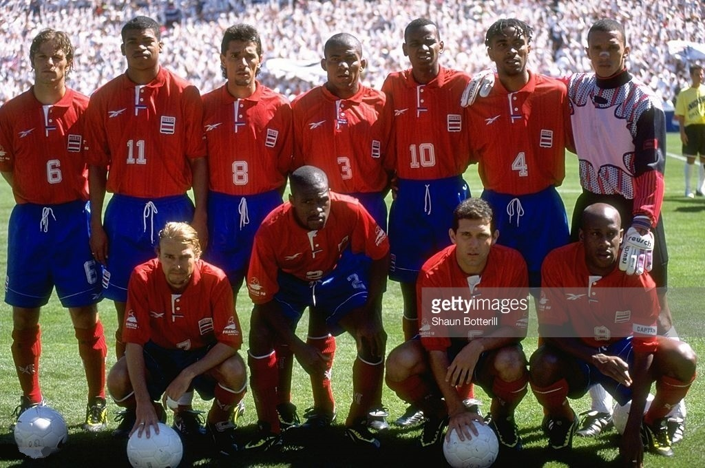 Costa-Rica-1997-Reebok-world-cup-qualifying-home-kit-line-up.jpg