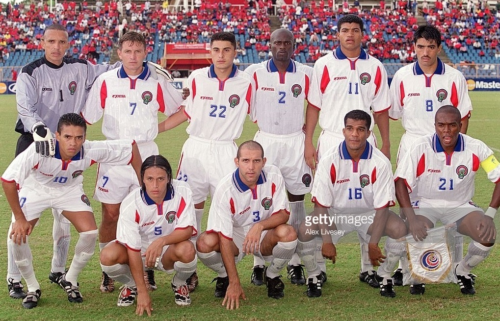 Costa-Rica-2001-Joma-world-cup-qualifying-away-kit-line-up.jpg