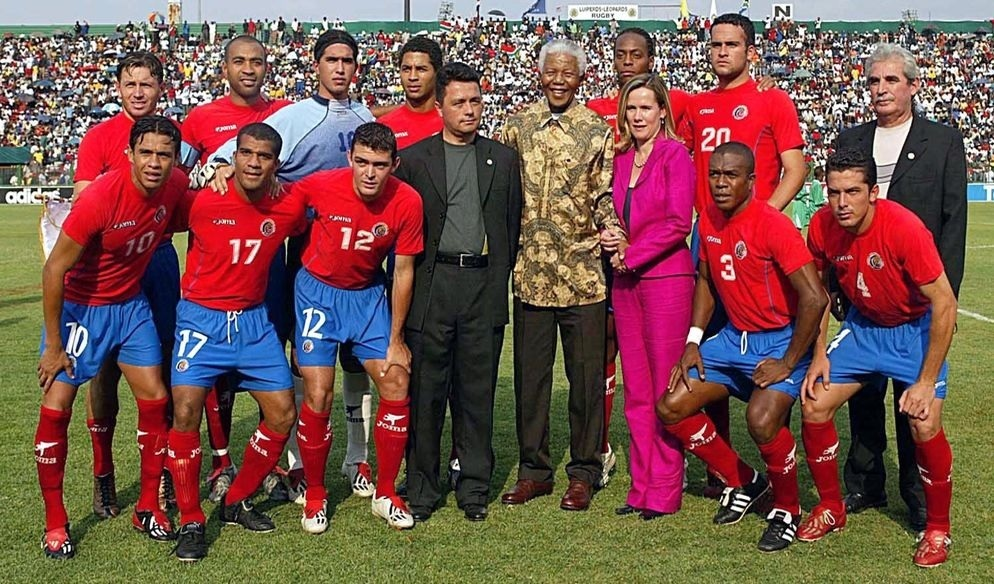 Costa-Rica-2003-Joma-home-kit-group-photo.jpg