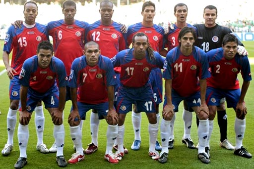 Costa Rica-08-09-lotto-uniform-red-blue-white-group.JPG