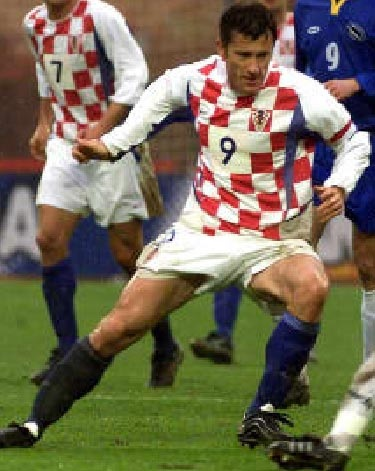 Croatia-02-03-NIKE-home-kit-check-blue-blue.jpg