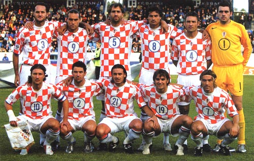 Croatia-04-05-NIKE-home-check-white-white-group.JPG