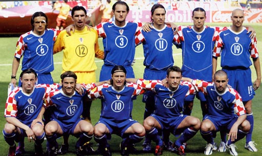 Croatia-04-05-NIKE-uniform-blue-blue-blue-group.JPG