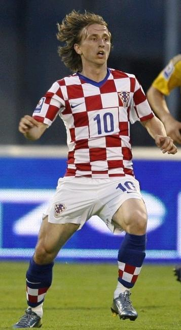 Croatia-08-09-NIKE-uniform-check-white-blue.JPG