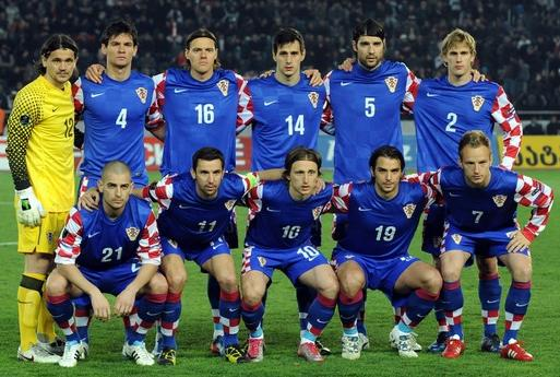 Croatia-10-11-NIKE-away-kit-blue-blue-blue-line-up.JPG