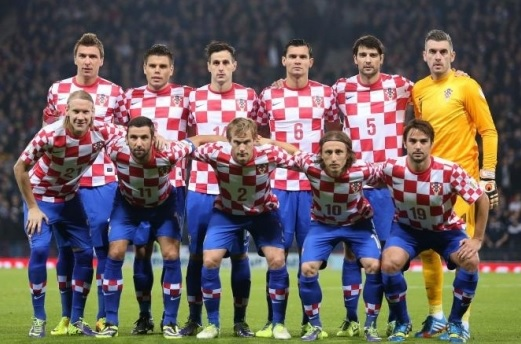 Croatia-12-13-NIKE-home-kit-check-blue-blue-line-up.jpg