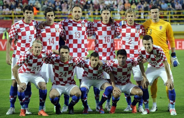Croatia-12-13-NIKE-home-kit-check-white-blue-line-up.jpg