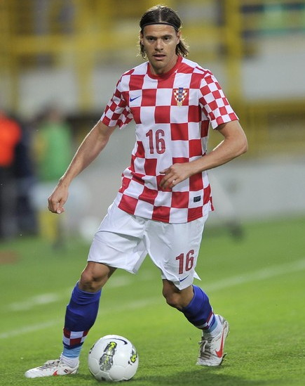 Croatia-12-13-NIKE-home-kit-check-white-blue.jpg