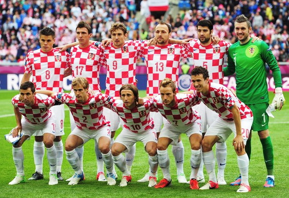 Croatia-12-13-NIKE-home-kit-check-white-white-line-up.jpg