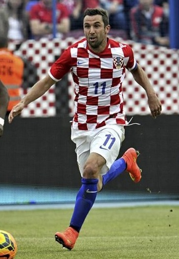 Croatia-14-15-NIKE-home-kit-check-white-blue.jpg