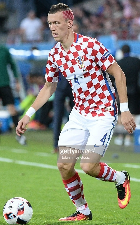 Croatia-2016-NIKE-EUEO-home-kit.jpg