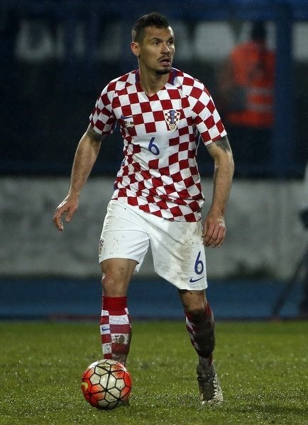 Croatia-2016-home-kit-check-white-check.jpg
