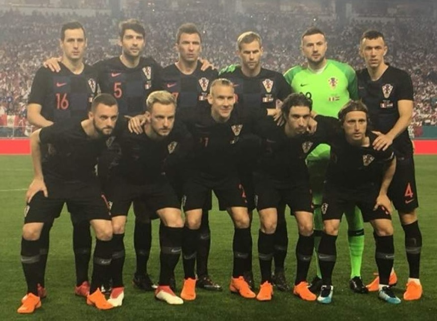 Croatia-2018-NIKE-away-kit-check-navy-navy-line-up.jpg