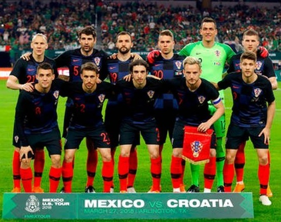 Croatia-2018-NIKE-away-kit-check-navy-red-line-up.jpg