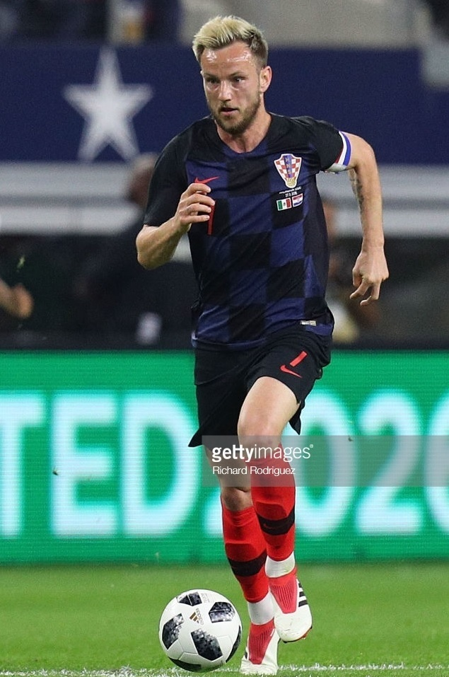 Croatia-2018-NIKE-away-kit-check-navy-red.jpg